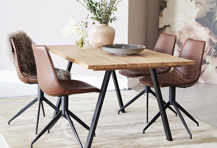 Image of   Blokhus bord og 4 Firenze stole