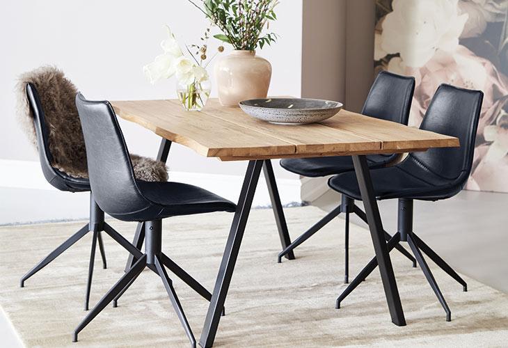 Image of   Blokhus bord og 4 sorte Firenze stole